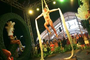 q after dark Cirque du Mansion performers